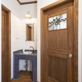 注文住宅 かっこいい工務店 不動産プラザ 施工例8c 洗面化粧台 室内アイアンドア