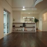 注文住宅 かっこいい工務店 オーダーメイド ミューズ建築工房 施工例4 吹き抜けリビング 造作棚