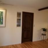 注文住宅 かっこいい工務店 オーダーメイド ミューズ建築工房 施工例6 リビング ステンドグラス 木製ドア