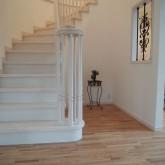 注文住宅 かっこいい工務店 オーダーメイド ミューズ建築工房 施工例8 エントランスホール らせん階段 木製手摺