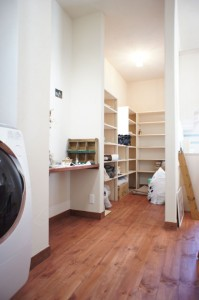 注文住宅のかっこいい工務店 Ie-Plan イエプラン モデルハウス 南仏スタイル パントリー ワークスペース