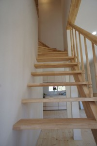 注文住宅 かっこいい工務店 規格住宅 ブレスホーム 赤毛のアン 完成見学会 ストリップ階段2