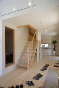 注文住宅 かっこいい工務店 規格住宅 ブレスホーム 赤毛のアン 完成見学会 ストリップ階段