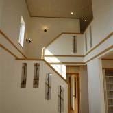 注文住宅 かっこいい工務店 宮城 輸入住宅 富樫工業 施工例16 南仏スタイル 吹き抜け 階段