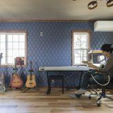 注文住宅 かっこいい工務店 輸入住宅 埼玉 古川工務店 施工例 プロヴァンススタイル 家族時間と趣味を楽しむための家 ご主人 趣味部屋 ギター