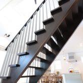 注文住宅 かっこいい工務店 栃木 イエプラン建築事務所 施工例12 ニューヨークスタイル ニューヨーカー ブリック リビング ストリップ階段