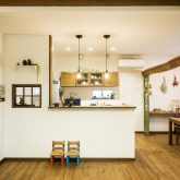 注文住宅 かっこいい工務店 熊本 ブレス ブレスホーム 施行例25 プロヴァンス キッチン オープンキッチン 造作カウンター ペンダントライト