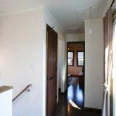 注文住宅 かっこいい工務店 栃木 イエプラン建築事務所 自由設計 施工例14 北米 ブルックリンスタイル 2階ホール