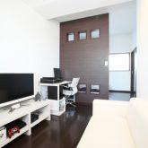 注文住宅 かっこいい工務店 岡山 アイム・コラボレーション アイムの家 施工例2 暮らしの利便性を優先した都市型ライフスタイル 、コンパクトな敷地をいかした3階建ての家 3階 主寝室 書斎