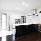 注文住宅 かっこいい工務店 岡山 アイム・コラボレーション アイムの家 施工例5 階段ホールが家の中心で回遊できる動線 オープンキッチン