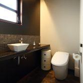 注文住宅 かっこいい工務店 岡山 アイム・コラボレーション アイムの家 施工例8 キッチンを空間のメインステージに トイレ