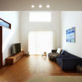 注文住宅 かっこいい工務店 岡山 アイム・コラボレーション アイムの家 施工例9 ゼロエネルギー住宅 zeh リビング 吹き抜け