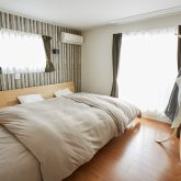 注文住宅 かっこいい工務店 岡山 アイム・コラボレーション アイムの家 施工例13 天井の梁を生かしたスマートでオープンなリビング空間がある家 寝室