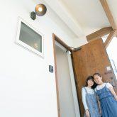 注文住宅 かっこいい工務店 熊本 ブレス ブレスホーム 施工例 28 ゼロエネルギー住宅 耐震等級3 シンプルモダン 木の温もりとインダストリアル融合 エントランスポーチ
