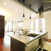 注文住宅 かっこいい工務店 岡山 アイム・コラボレーション アイムの家 施工例19 二世帯住宅 2階 子世帯 キッチン 吊り天井