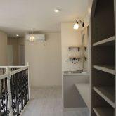 注文住宅 かっこいい工務店 宮城 富樫工業 施工例59 プロヴァンス 2階ホール 造作棚