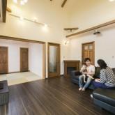 注文住宅 かっこいい工務店 不動産プラザ 施工例10c 吹き抜けリビング 和室