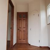 注文住宅 かっこいい工務店 福井建設の家 施工例6b 玄関 木製ドア