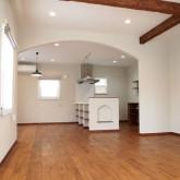 注文住宅 かっこいい工務店 福井建設の家 施工例6d アーチ下がり壁 キッチン