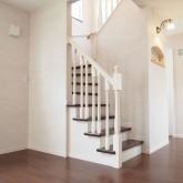 注文住宅 かっこいい工務店 福井建設の家 施工例9b 階段 木製手摺り