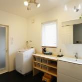 注文住宅 かっこいい工務店 福井建設の家 施工例2k バスルーム 洗面化粧台