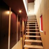注文住宅 かっこいい工務店 在来工法 ブレス 成功例8 熊本県熊本市北区 シンプルモダン エントランスホール 階段