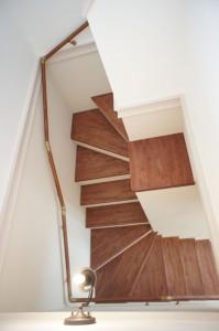 注文住宅のかっこいい工務店 Ie-Plan イエプラン モデルハウス 南仏スタイル 階段 飾り棚