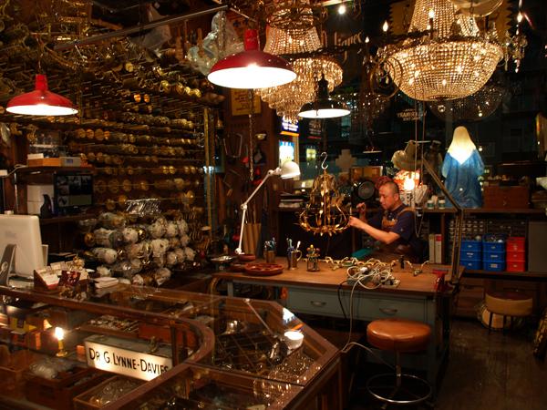 atelier366 アンティークランプの修理とシャンデリア製作の工房