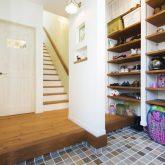 注文住宅 かっこいい工務店 熊本 ブレス ブレスホーム 施行例24 プロヴァンス 玄関 エントランスホール 造作 シューズクローク