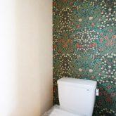 注文住宅 かっこいい工務店 静岡 輸入住宅 施工例11 コッツウォルズ トイレ デザインクロス