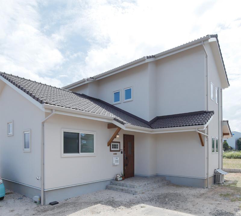 注文住宅 かっこいい工務店 熊本 ブレス ブレスホーム 施行例25 プロヴァンス 外観 塗り壁 採光 通風