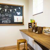 注文住宅 かっこいい工務店 熊本 ブレス ブレスホーム 施行例25 プロヴァンス 寝室&子ども部屋 チョークボード 造作机 カウンター