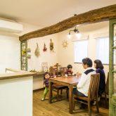 注文住宅 かっこいい工務店 熊本 ブレス ブレスホーム 施行例25 プロヴァンス キッチンカウンター ダイニングルーム 無垢梁 アイアンドア 無垢フローリング