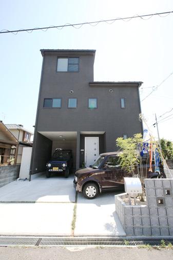 注文住宅 かっこいい工務店 岡山 アイム・コラボレーション アイムの家 施工例2 暮らしの利便性を優先した都市型ライフスタイル 、コンパクトな敷地をいかした3階建ての家 外観