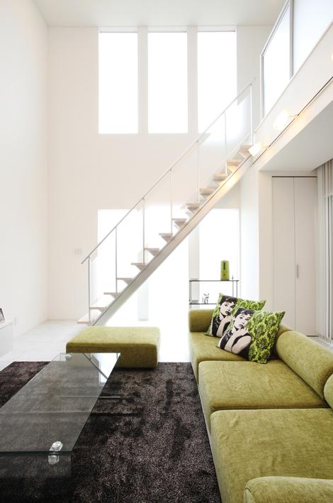 注文住宅 かっこいい工務店 岡山 アイム・コラボレーション アイムの家 施工例4 リビングにスケルトン階段のある、モダン&スタイリッシュな住まい リビング スケルトン階段