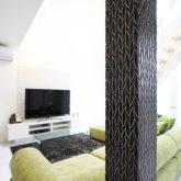 注文住宅 かっこいい工務店 岡山 アイム・コラボレーション アイムの家 施工例4 リビングにスケルトン階段のある、モダン&スタイリッシュな住まい 柱 タイル張り
