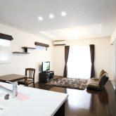 注文住宅 かっこいい工務店 岡山 アイム・コラボレーション アイムの家 施工例5 階段ホールが家の中心で回遊できる動線 和室と連動したリビング