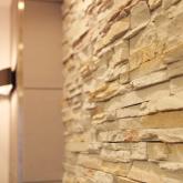 注文住宅 かっこいい工務店 岡山 アイム・コラボレーション アイムの家 施工例7 収納が豊富、動線に配慮した家 リビング壁 石貼り
