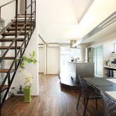 注文住宅 かっこいい工務店 岡山 アイム・コラボレーション アイムの家 施工例8 キッチンを空間のメインステージに キッチン&ダイニング&リビング&ストリップ階段