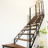 注文住宅 かっこいい工務店 岡山 アイム・コラボレーション アイムの家 施工例8 キッチンを空間のメインステージに ストリップ階段