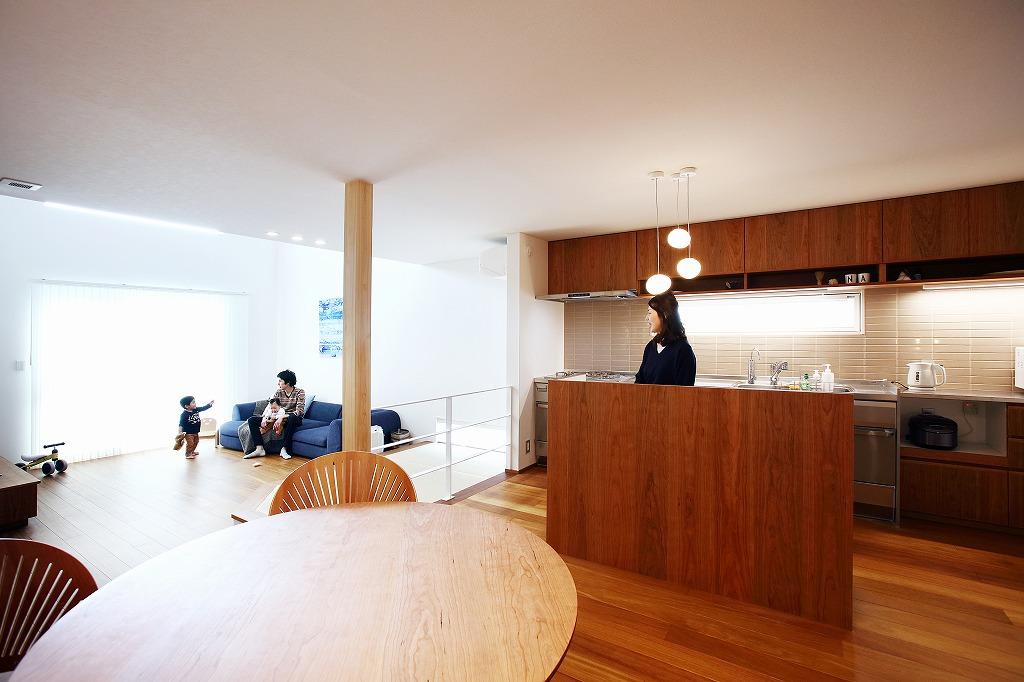 注文住宅 かっこいい工務店 岡山 アイム・コラボレーション アイムの家 施工例9 ゼロエネルギー住宅 zeh ダイニング&リビング&キッチン