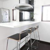 注文住宅 かっこいい工務店 岡山 アイム・コラボレーション アイムの家 施工例2 暮らしの利便性を優先した都市型ライフスタイル 、コンパクトな敷地をいかした3階建ての家 2階 キッチンカウンター
