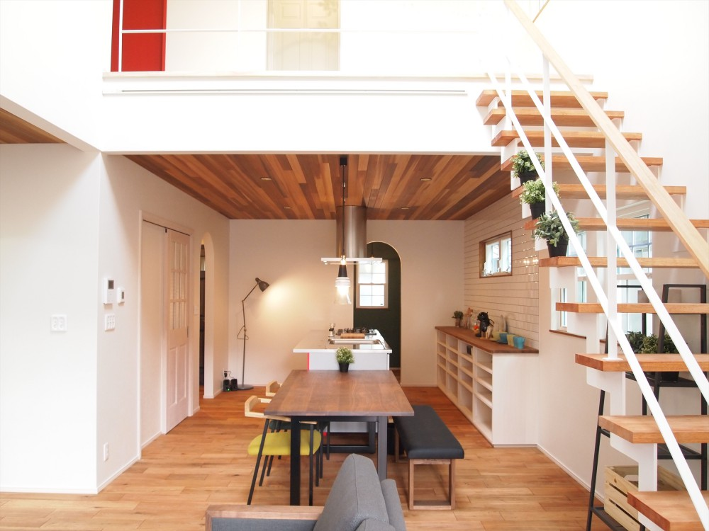 注文住宅 かっこいい工務店 福井建設の家 施工例11 南仏スタイル キッチンが主役の明るい家