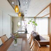 注文住宅 かっこいい工務店 岡山 アイム・コラボレーション アイムの家 施工例13 天井の梁を生かしたスマートでオープンなリビング空間がある家 ダイニング