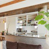 注文住宅 かっこいい工務店 岡山 アイム・コラボレーション アイムの家 施工例13 天井の梁を生かしたスマートでオープンなリビング空間がある家 キッチン