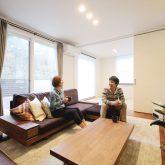 注文住宅 かっこいい工務店 岡山 アイム・コラボレーション アイムの家 施工例14 プライベートな裏庭のあるリビング、 コーディネーターと一緒につくる家 リビング