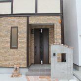 注文住宅 かっこいい工務店 宮城 富樫工業 輸入住宅 施工例52 チューダースタイル エントランスポーチ