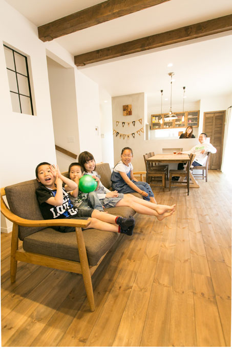 注文住宅 かっこいい工務店 熊本 ブレス ブレスホーム 施工例 28 ゼロエネルギー住宅 耐震等級3 シンプルモダン 木の温もりとインダストリアル融合 リビング