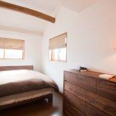 注文住宅 かっこいい工務店 岡山 アイム・コラボレーション アイムの家 施工例16 寝室 無垢 チェスト