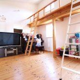 注文住宅 かっこいい工務店 鹿児島県 日置市 西郷建築 大工と創る家 施工例1 2階 子ども部屋 木製 ロフト